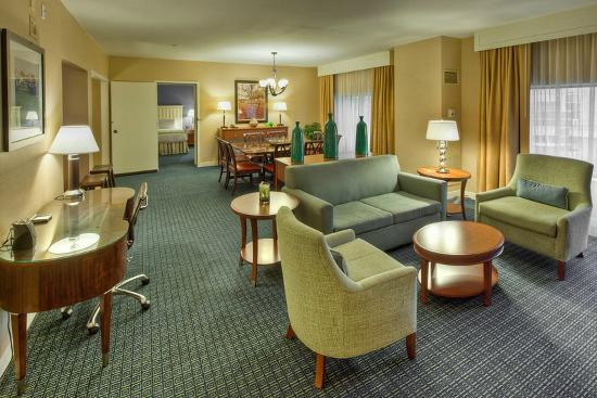 Hilton Lexington Downtown: Junior Parlor Suite