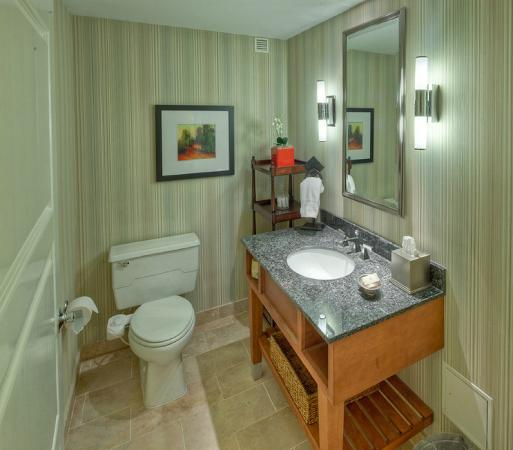 Hilton Lexington Downtown : Presidential Half Bathroom