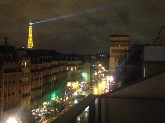 Renaissance Paris Arc de Triomphe Hotel: The View from our Hotel Room Balcony