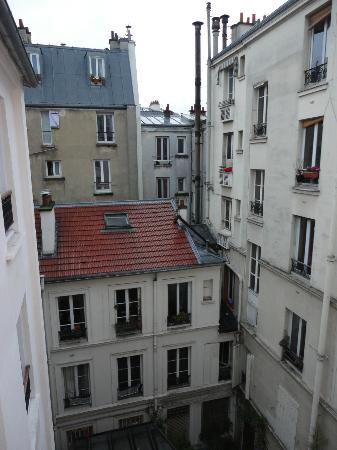 121 Hotel Paris: View of the room