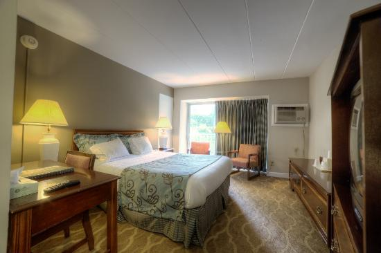 Americana Hotel : We have new bedding, draperies, and carpet in our deluxe rooms.