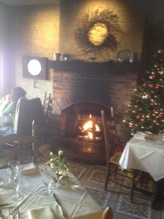 Geranio Ristorante: Christmas tree and fireplace. cozy and romantic!