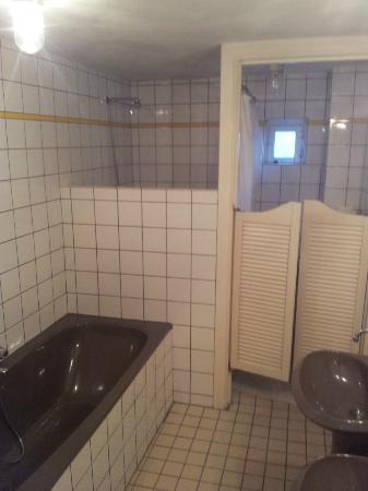 Truelove Guesthouse: Bathroom