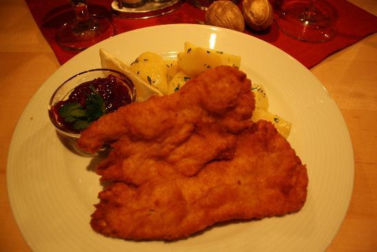 Fischerhäusl: shnitzle con patate e salsa ai frutti rossi 9,90€