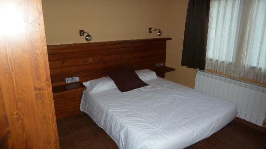 Aparthotel Bellver: Dormitorio de matrimonio