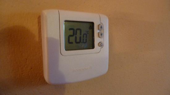 Aparthotel Bellver: Detalle termostato digital individual