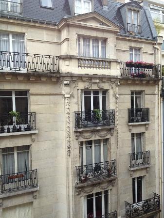 BEST WESTERN PREMIER Trocadero La Tour: View from front hotel window