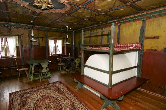 Naturhotel Wieserhof: Sala con arredamento antico tipico