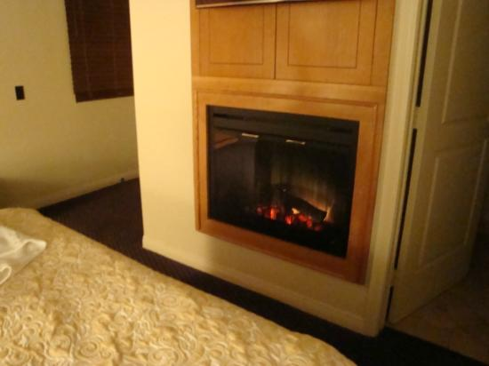 Andreas Hotel & Spa: Cozy fireplace in the room