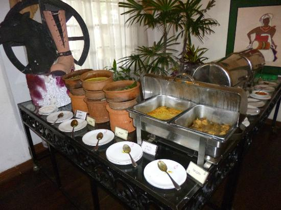 Queens Hotel Kandy: Queens Hotel, Sri Lankan breakfast