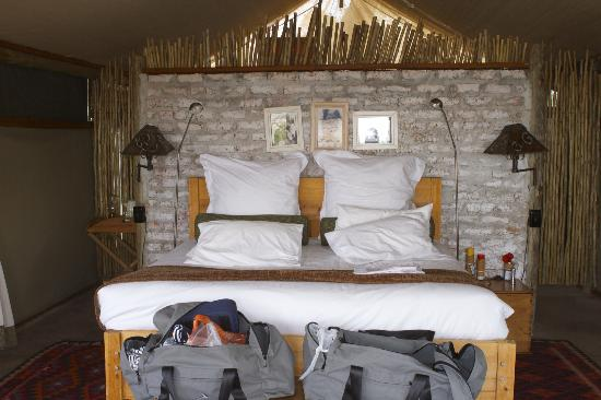 Wilderness Safaris Little Makalolo Camp: Bed - very comfy!
