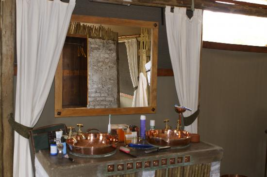 Wilderness Safaris Little Makalolo Camp: Bathroom