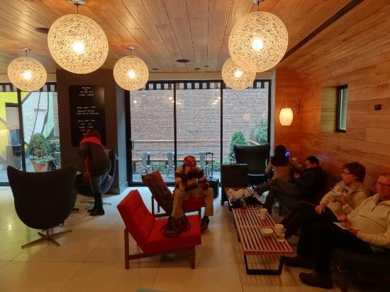 Pod 51 Hotel Lobby Do Ambiente Agradabilíssimo