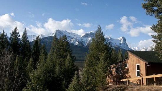 HI-Canmore/Alpine Club of Canada: The Bell Cabin views