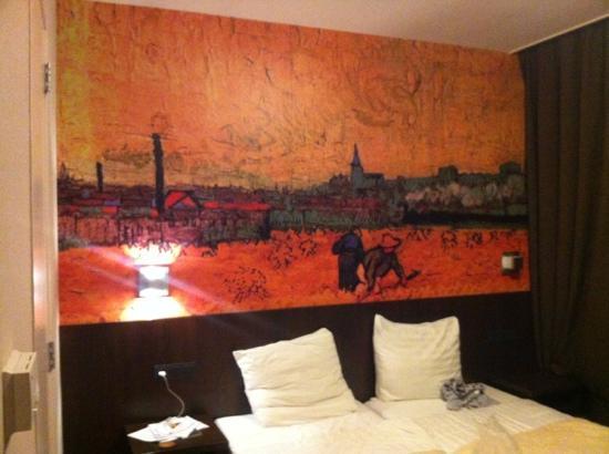 Hotel Van Gogh: interior habitación