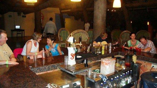 Las Palmas by the Sea: Rocking the Lobby Bar