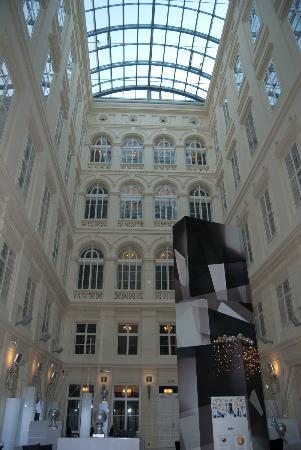Barcelo Brno Palace: Hotel foyer