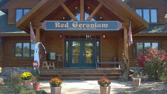 Welcome to The Red Geranium Framing & Gifts of Mauston!