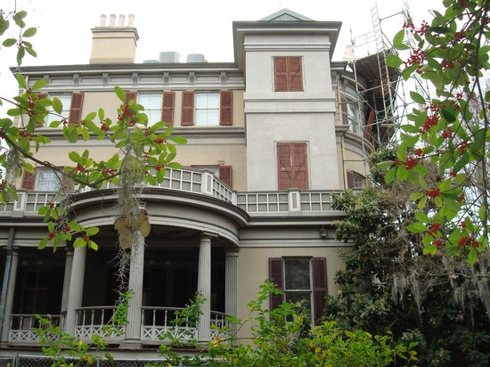 Juliette Gordon Low's Birthplace: Side view of house, exterior under renovations from front view