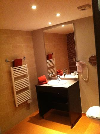 Best Western Park Hotel Geneve-Thoiry: Bath room