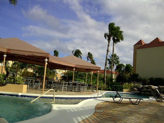 Divi Little Bay Beach Resort : Seabreeze restaurant and pool area