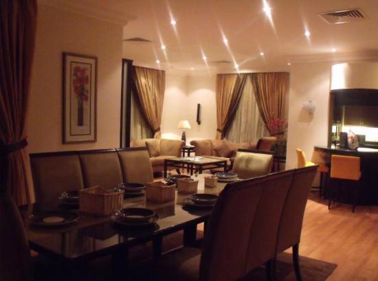 Boudl Al Salmia: Dining