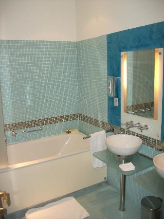 Smetana Hotel: Bathroom (Bath is big!)