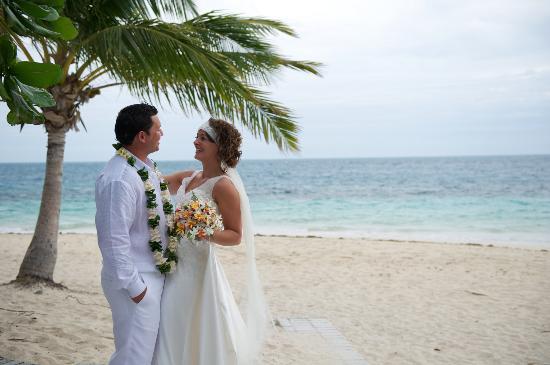 كاست أواي أيلاند فيجي: wedding at castaway 