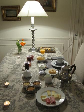 La Chambre d'Hugo : Breakfast table