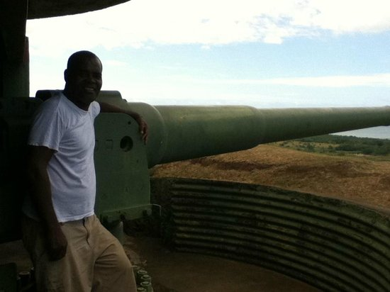 Momi Bay Battery Historic Park: Momi Gun Battery Host
