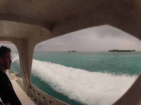 The Great Blue Hole at Lighthouse Reef: The storm ahead.