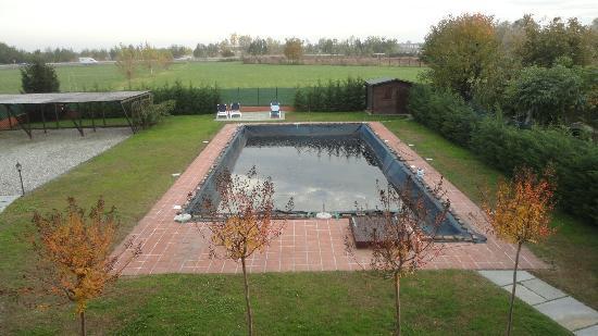 B&B La Taupiniere: Amplia y cómoda piscina