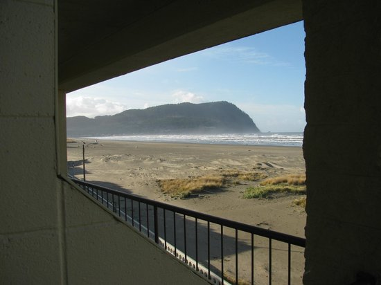 Best Western Ocean View Resort: overlooking the ocean from the 4th floor room balcony