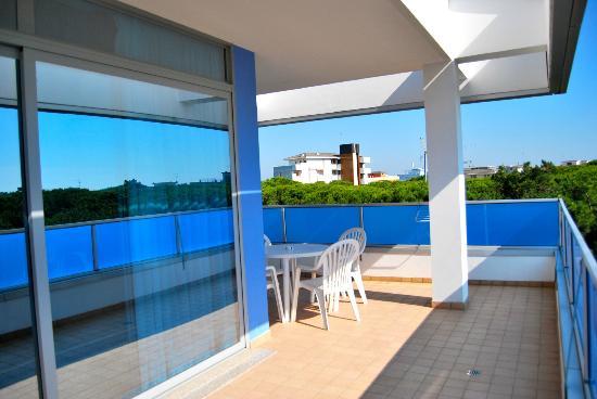 Hotel Alemagna: la terrazza della nostra camera con vista mare