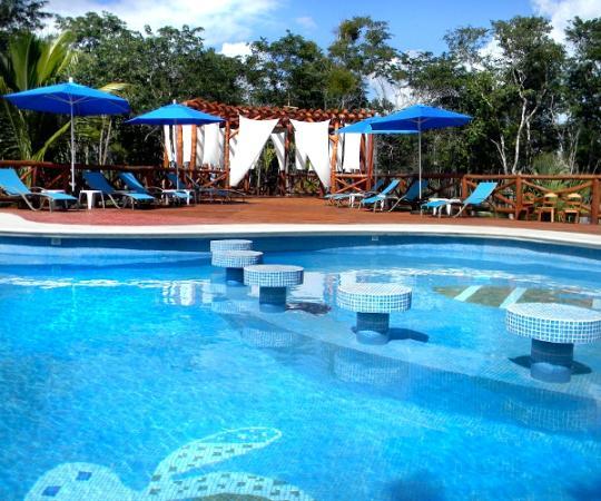 Hotel Real Mayab: Alberca y asoleaderos