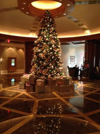 Mandarin Oriental, Washington DC: the hotel lobby decked out for Christmas