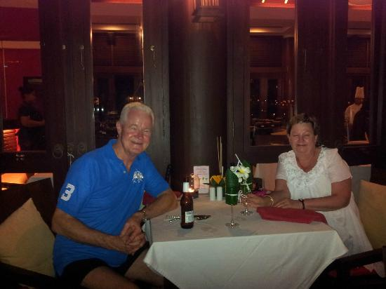 Bhundhari Spa Resort & Villas Samui: Enjoying dinner at the Bay restaurant