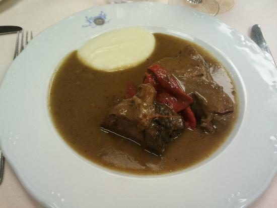 La Peseta Restaurante Hotel: Morcillo estofado con un poco de puré de patata