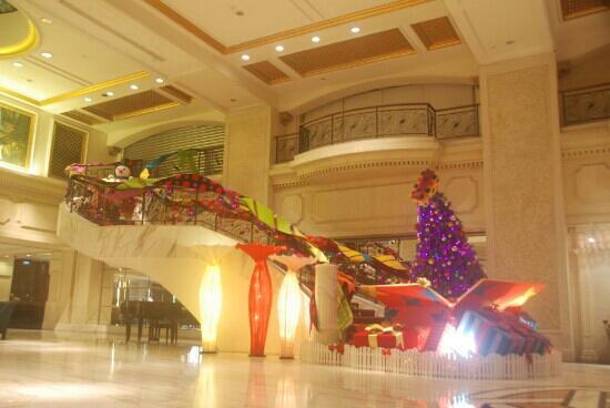 Royal Plaza: Lobby (victor.mardian@gmail.com)