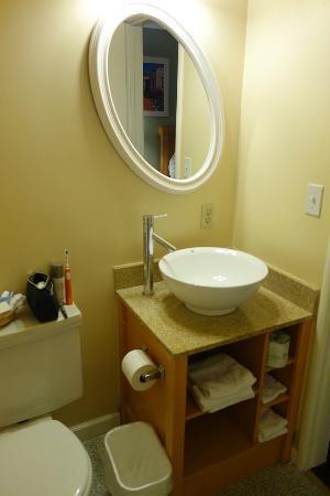 Seaway Inn: Bathroom