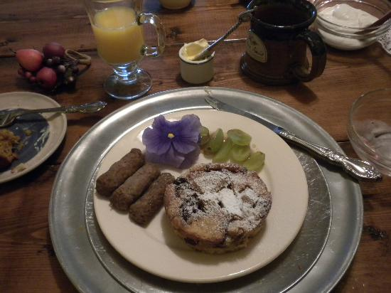 Chez Amis Bed and Breakfast: Our Breakfast