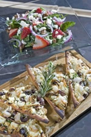 Generations at 5 Points Cafe & Lounge: Spinach Salad and Flatbread Pizza