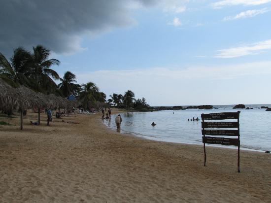 Ancon Beach: natural pool CostaSur (oct 2012)