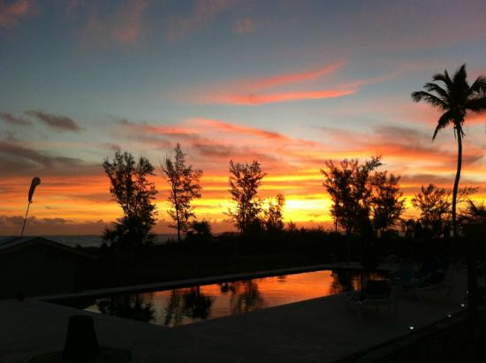 Carriearl Boutique Hotel: Bahamian sunrise at the Carriearl