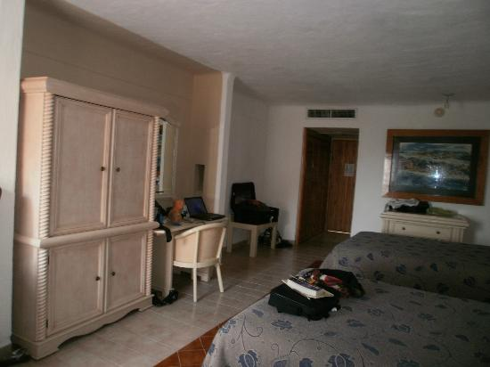 Friendly Vallarta All Inclusive Family Resort: Large Clean Room