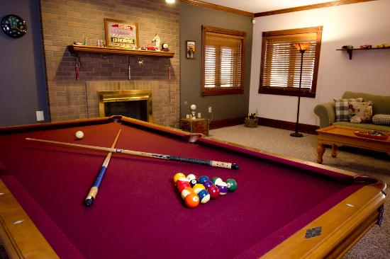 The Mansion at Shaffer Gardens Bed & Breakfast: Billiard Room