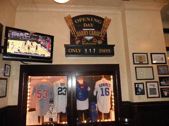 Harry Caray's Italian Steakhouse - Lombard: bar