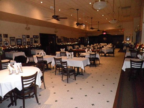 Harry Caray's Italian Steakhouse - Lombard: dining area