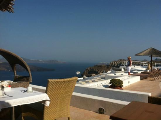 Lilium Villas Santorini: rooftop breakfast view