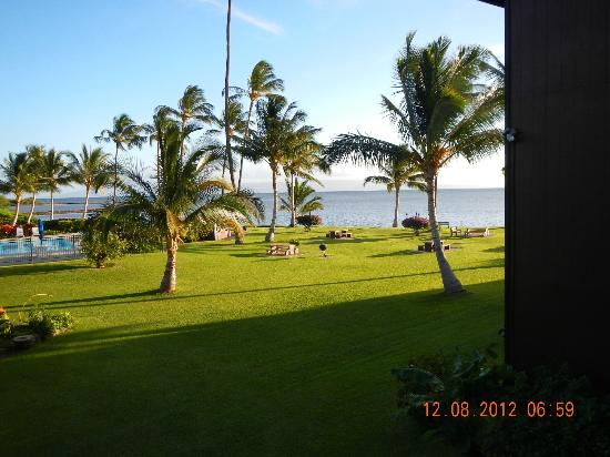 Castle Molokai Shores Resort: out the sliders view